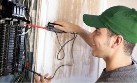 Cel mai cerut serviciu in fiecare săptămână Electrician. Este în partea de sus a listei.